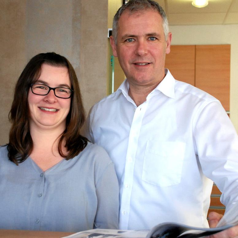 Geschäftsführer Joachim Klaus und Küchenplanerin Sabrina Groß